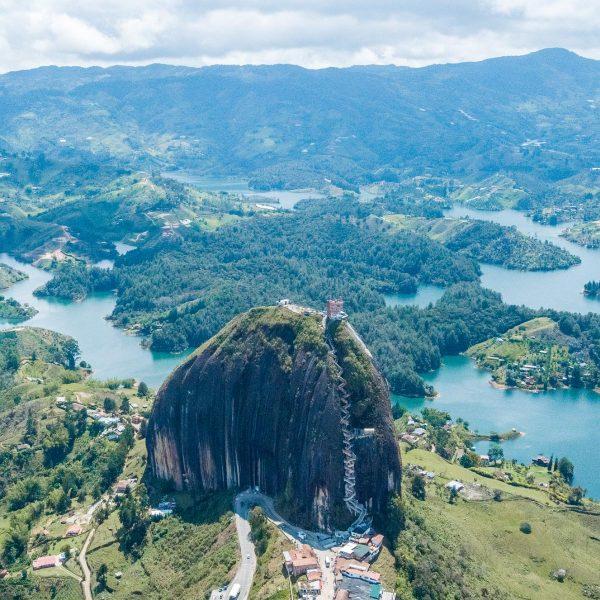Guatapé-Aterrizaje-Tour-Volar-Colombia-Miniatura