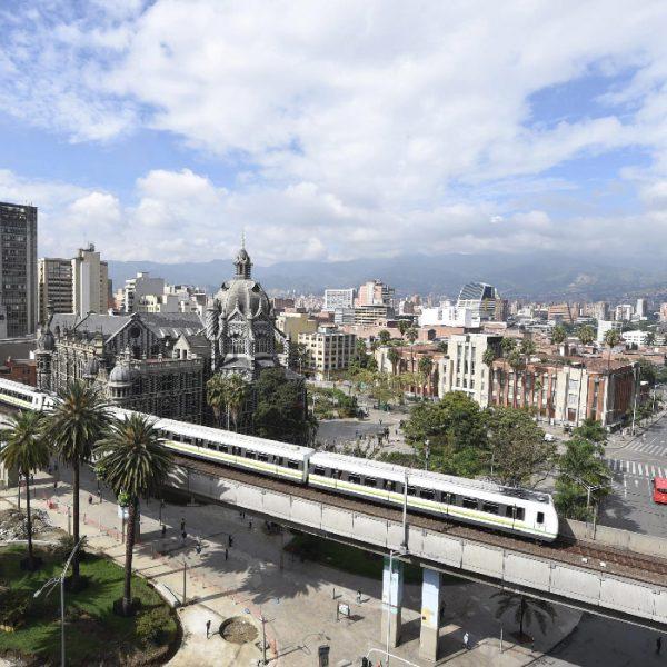 Tour-Medellin-1_0000_Tours-Volar-Colombia-Medellin